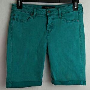 Liverpool the Bermuda green size 6 shorts